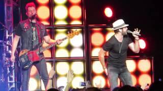 "Thomas Rhett ""Uptown Funk"" Live @ Madison Square Garden"
