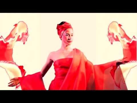 LARA BELLO - Jiyuu No Hiroba