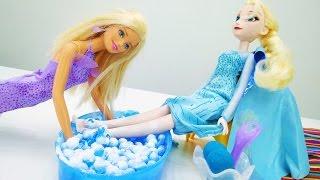 Барби помогает Эльзе (Холодное сердце). Игры с Барби