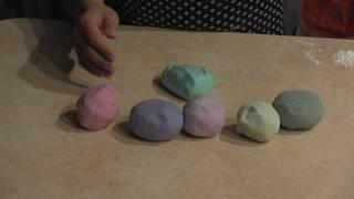 How to make playdough with Diana