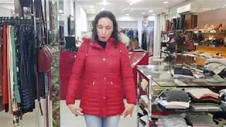 Vídeo Jaqueta Estofada Alongada Feminina Capuz Com Pelo Removível Safira Cor Vermelho