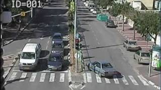 preview picture of video 'כך נראית דריסה באור ירוק ברמלה / Pedestrian getting run over by a vehicle'
