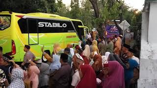 preview picture of video 'Pemberangkatan Calon Jemaah Haji Kab. Kepulauan Selayar Senin 23 Juli 2018.'