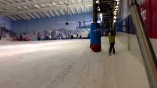 preview picture of video 'Taking the button lift at Hemel Hempstead snow dome.'