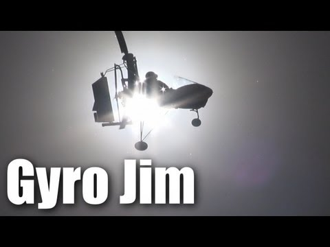 autogyro-flies-in-strong-wind
