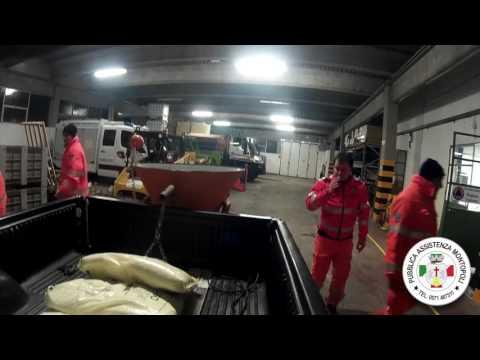 Preview video Emergenza ghiaccio inverno 2017- Volontari all´opera.