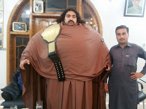 Khan Baba The Pakistani Hulk is Fake !