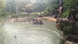 Siswa Smp ketahuan Mesum di hutan