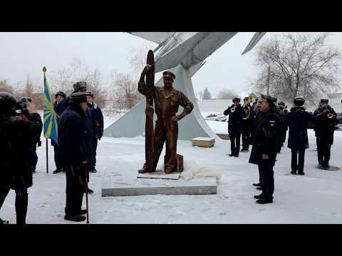 Церемония открытия памятника инженерно-техническому составу авиации в Ахтубинске