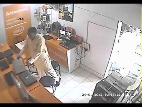هندي يسرق