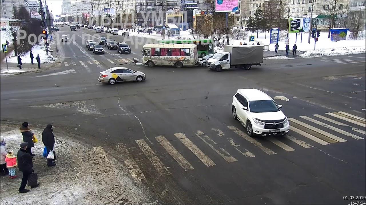 В Архангельске столкнулись пассажирские автобусы, есть пострадавшие