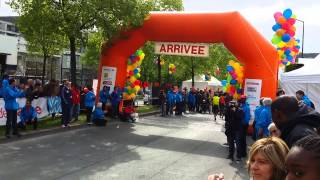 preview picture of video 'Humarathon 2014   arrivée du semi marathon'