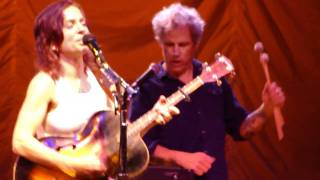 Ani DiFranco - Which Side Are You On (live in Santa Rosa)  w dancing
