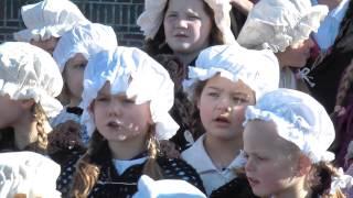 """De Geuzenkinderen zingen """"In Naam Van Oranje"""""""