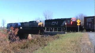 preview picture of video 'CN 326 - CSX B798/Q621 - Delisle River Quebec'