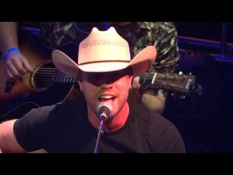 Dustin Lynch Small Town Boy Like Me 8 Man Jam 17'