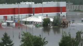 Смотреть онлайн Наводнение в Ульяновске: плавающие авто 12 июня 2014