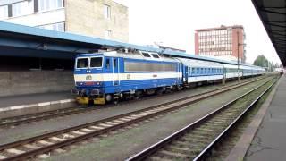 preview picture of video 'Ausfahrt 362 057 aus dem Bahnhof Cheb'