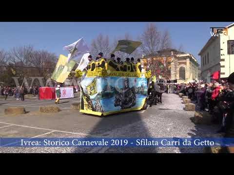 Preview video Ivrea: domenica 24 febbraio, Storico Carnevale di Ivrea, sfilata carri da getto