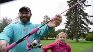 Teaching my daughter about fishingrods!