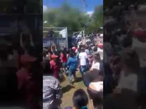 VÍDEO : SE VIVIERON MOMENTOS DE CAOS Y DESESPERACIÓN PARA CONSEGUIR COMIDA EN FORMOSA.