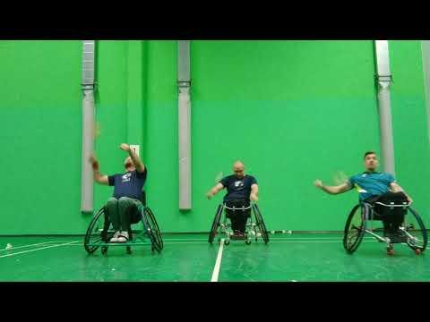 Para-badminton trénink dosp?lých
