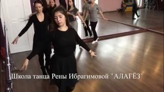 vse-prikolnie-video-i-tantsi-s-yuzey-grudastaya-tennisistka-dala-treneru