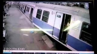 حادث قطار غريب في محطة قطار بالهند