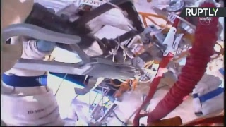 Выход россиян Прокопьева и Кононенко в открытый космос