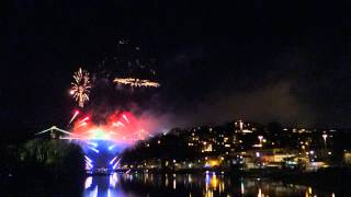 preview picture of video 'Bristol Clifton Suspension Bridge 150 Year Fireworks'