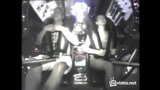 Смотреть онлайн Девушка получила оргазм на аттракционе от страха