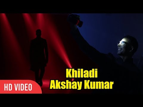 Akshay Kumar Entry with Torch Light at Ramp Walk | New Brand Ambassador of Eveready