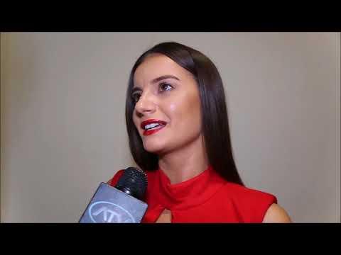 Natalia Janoszek, aktorka z Bollywood o marce Tomaotomo na pokazie kolekcji  La Dorothée