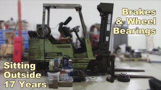 Fixing a Forklift that Sat in a Field for 17 Years - Brake Job and Rear Wheel Bearings - Part 1
