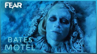 Romero Finds Norma's Body | Bates Motel