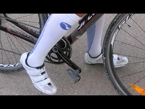 Como sujetar los zapatos de ciclismo