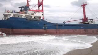 preview picture of video 'Anamur'da Suriye Bayraklı Gemi Karaya Vurdu'