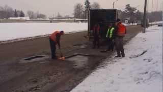Sniegas Kaune nemaišo asfaltuoti Partizanų gatvę