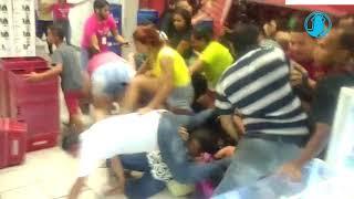 Multidão Destrói Lojas Americanas Em Black Friday