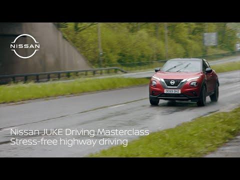 Musique publicité Nissan JUKE Driving Masterclass – Pub de conduite sur autoroute sans stress 2021   Juin 2021