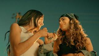 Kadr z teledysku Miénteme tekst piosenki TINI x Maria Becerra