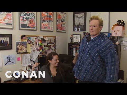 Conan Helps His Female Staffers Blow Off Steam  - CONAN on TBS (видео)