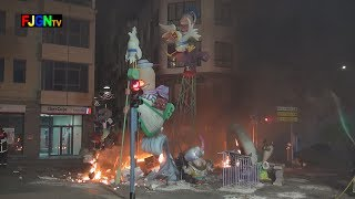preview picture of video 'Crema Fallas 2014 - Falla Societat Caçadors - Burriana (19-03-2014)'