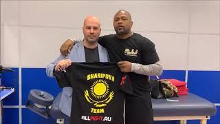 Рой Джонс пожелал удачи Фирузе Шариповой в следующем бою