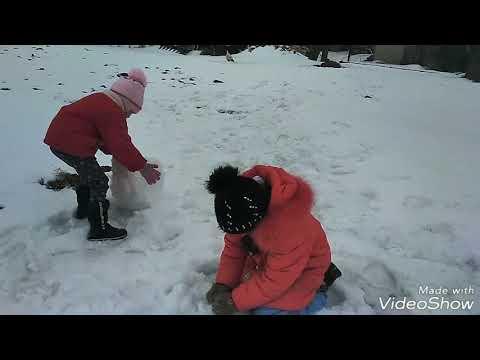 Смотри!!!Какого снеговика мы слепили!