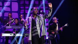Leon Bridges Performs 'Bad Bad News'