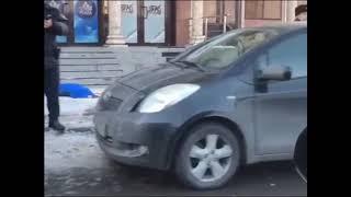 Женщину убило упавшей сосулькой в Алматы