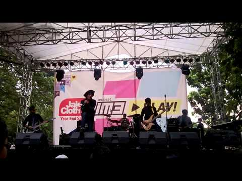 Break The Sun   Intro + Stand Or Fall Live at Jakcloth IM3 Stage   5 12 13