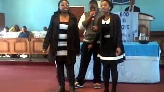Reo, Tlhali and Tlotlo singing The Soil Elo LIzwi