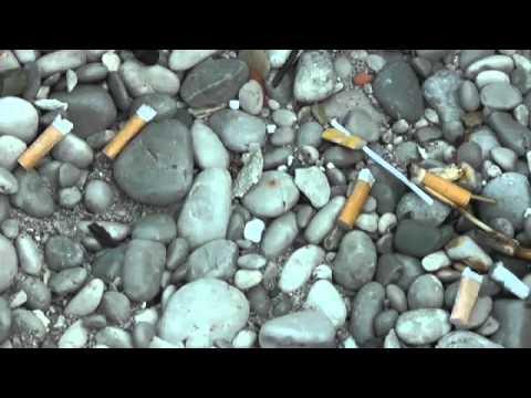 Il posacenere tascabile per spiagge piu' pulite